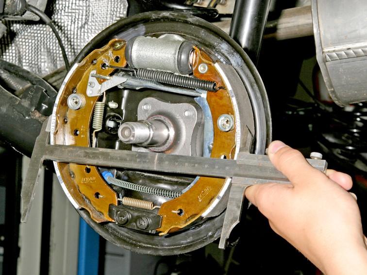 Замена тормозных колодок на рено логан своими
