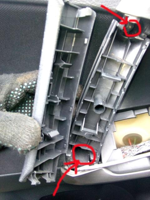 Месторасположение винтов откручивания карты двери Toyota RAV4
