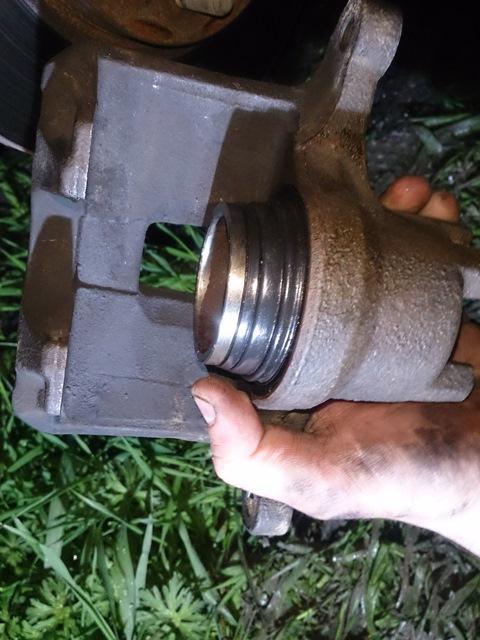 Замена пыльника переднего тормозного цилиндра