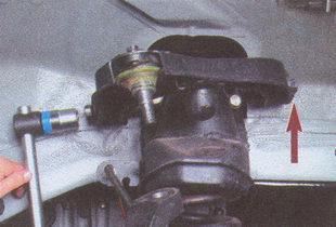 Снятие и установка верхнего рычага передней подвески на автомобиле Волга ГАЗ 31105 2004 - 2009