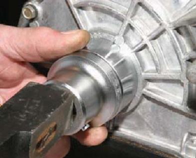 Замена переднего сальника коленчатого вала двигателей Chevrolet Niva