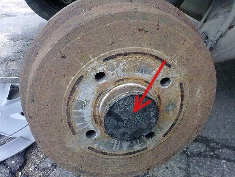 Как снять задний тормозной барабан на рено логан без съемника?