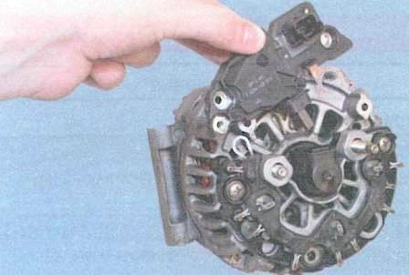Как заменить щетку генератора
