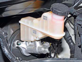 Замена тормозной жидкости солярис