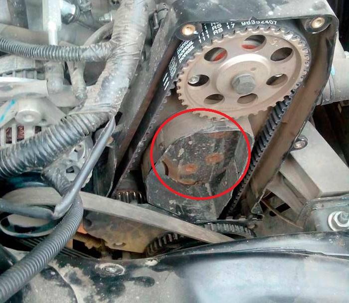 Место установки насоса гидроусилителя рулевого управления на двигатель A15SMS Daewoo Nexia N150