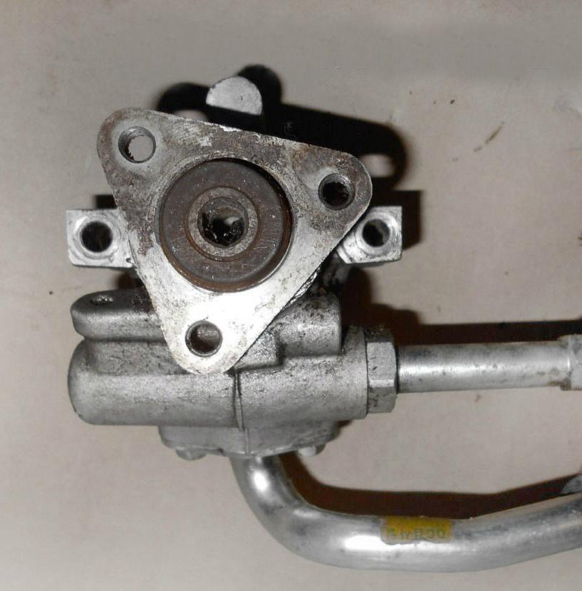 Снятый насос гидроусилителя рулевого управления с двигателя A15SMS Daewoo Nexia N150