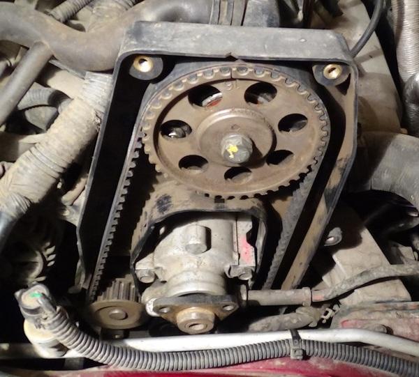 Установленный насос гидроусилителя рулевого управления в двигатель A15SMS Daewoo Nexia N150