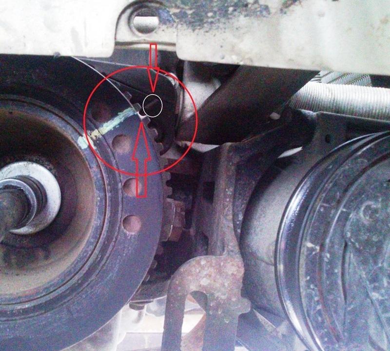 Совмещение меток на шкиве привода вспомогательных агрегатов и нижней передней крышке привода ГРМ двигателя A15SMS Daewoo Nexia N150