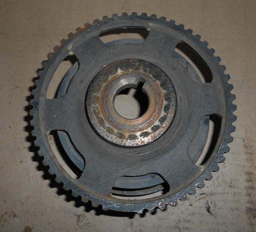 Снятый шкив привода вспомогательных агрегатов с коленчатого вала двигателя A15SMS Daewoo Nexia N150