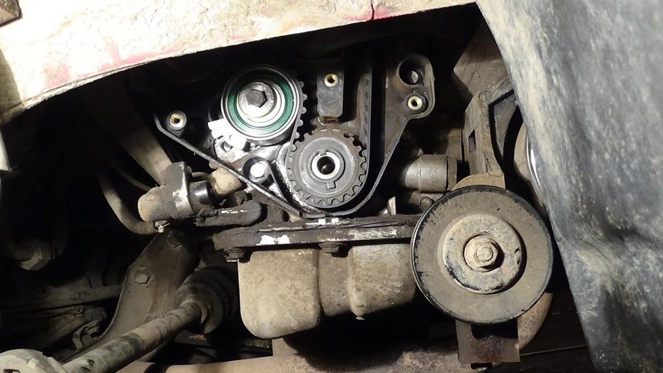 Нижняя часть двигателя со снятой крышкой привода ГРМ A15SMS Daewoo Nexia N150