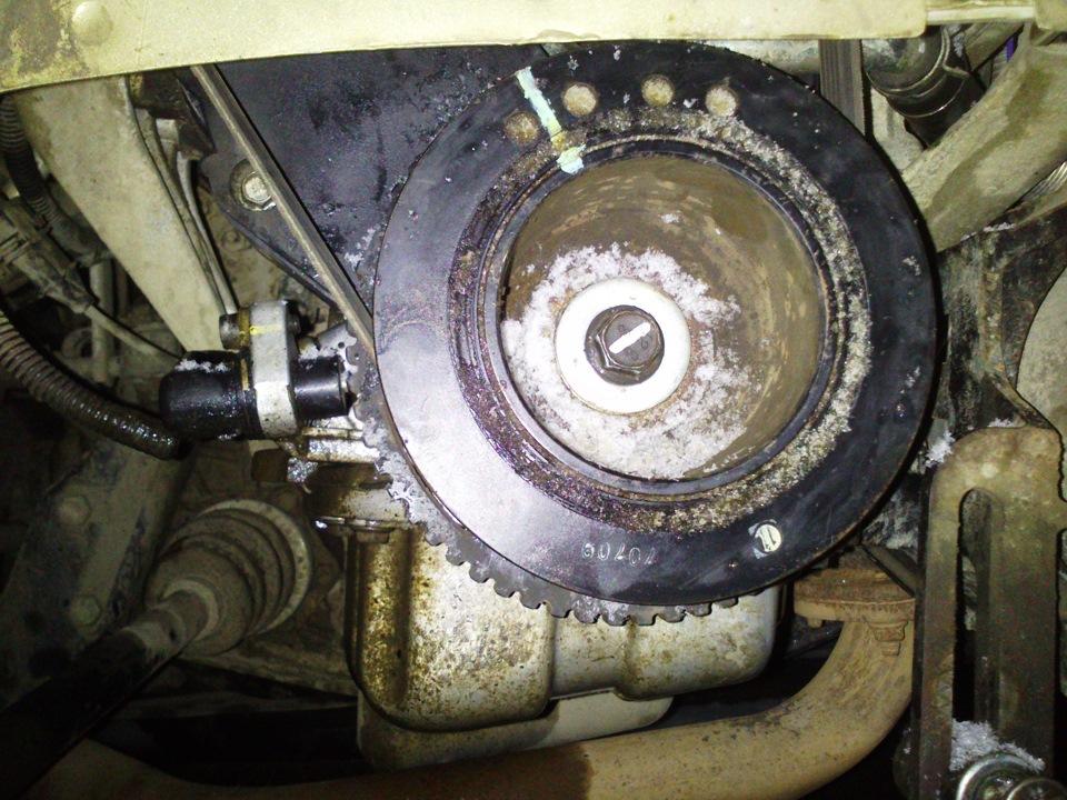 Установленный шкив привода вспомогательных агрегатов на коленчатый вал двигателя A15SMS Daewoo Nexia N150