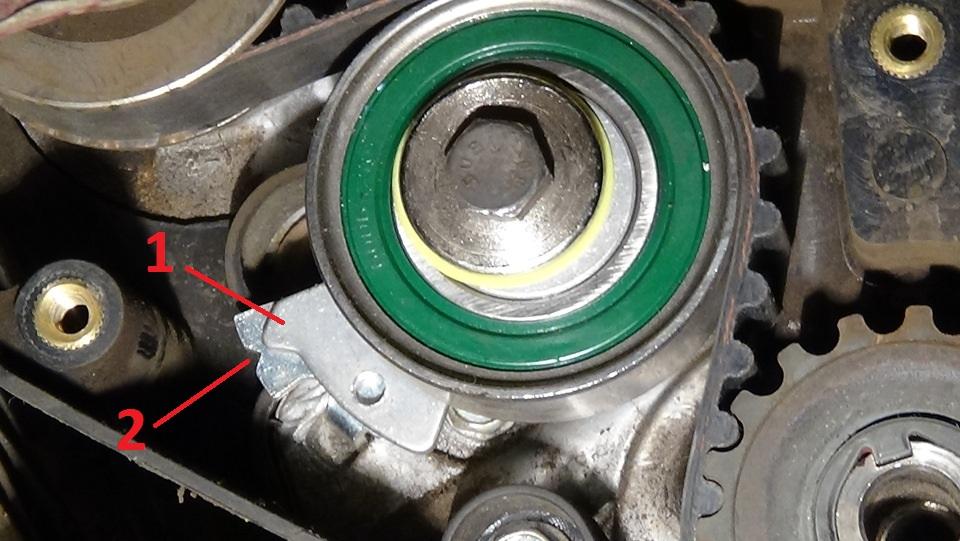 Совмещение меток натяжного ролика ремня привода ГРМ двигателя A15SMS Daewoo Nexia N150