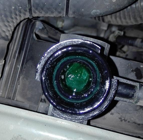 Проверка уровня и доливка охлаждающей жидкости Nissan Note 2004 - 2012