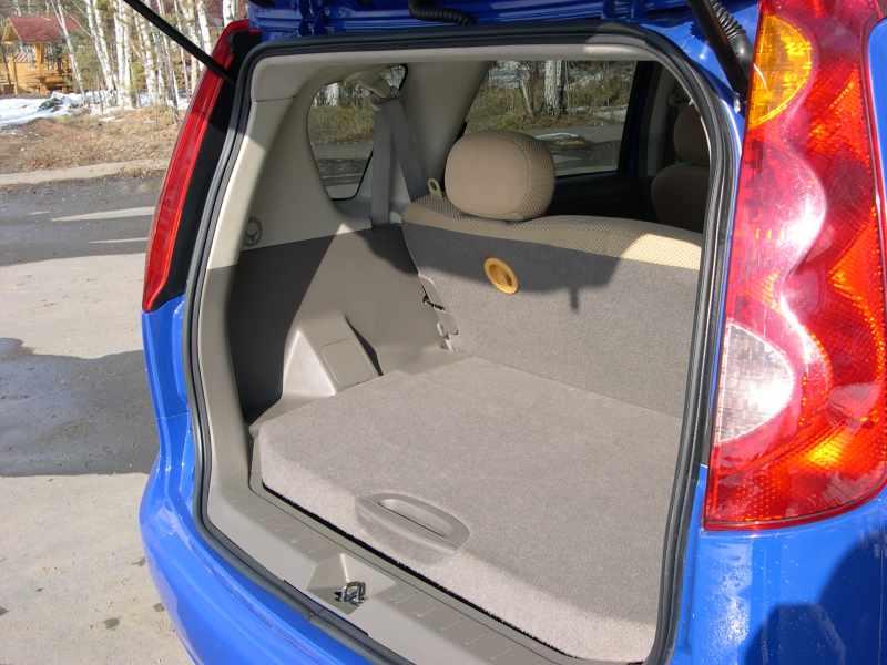 Снятие и замена дополнительного стоп-сигнала Nissan Note 2004 - 2012