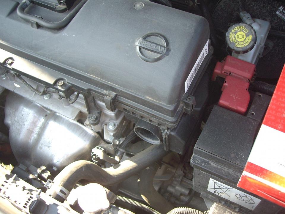Снятие и установка воздухозаборника двигателя Nissan Note 2004 - 2012
