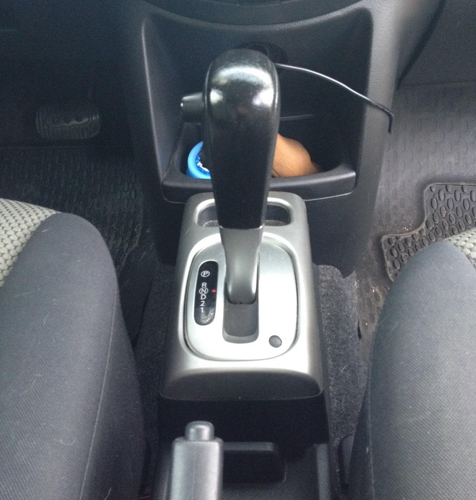 Снятие ручки коробки переключения передач Nissan Note 2004 - 2012