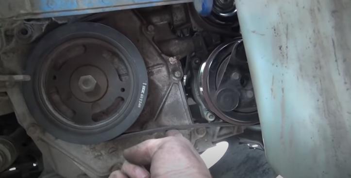 Замена натяжного ролика ремня привода двигателя HR16DE Nissan Note 2004 - 2012