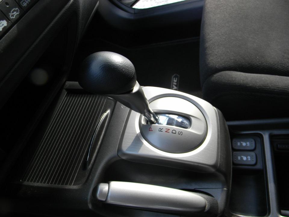 Замена задних тормозных колодок на Хонда Цивик 2005 - 2011