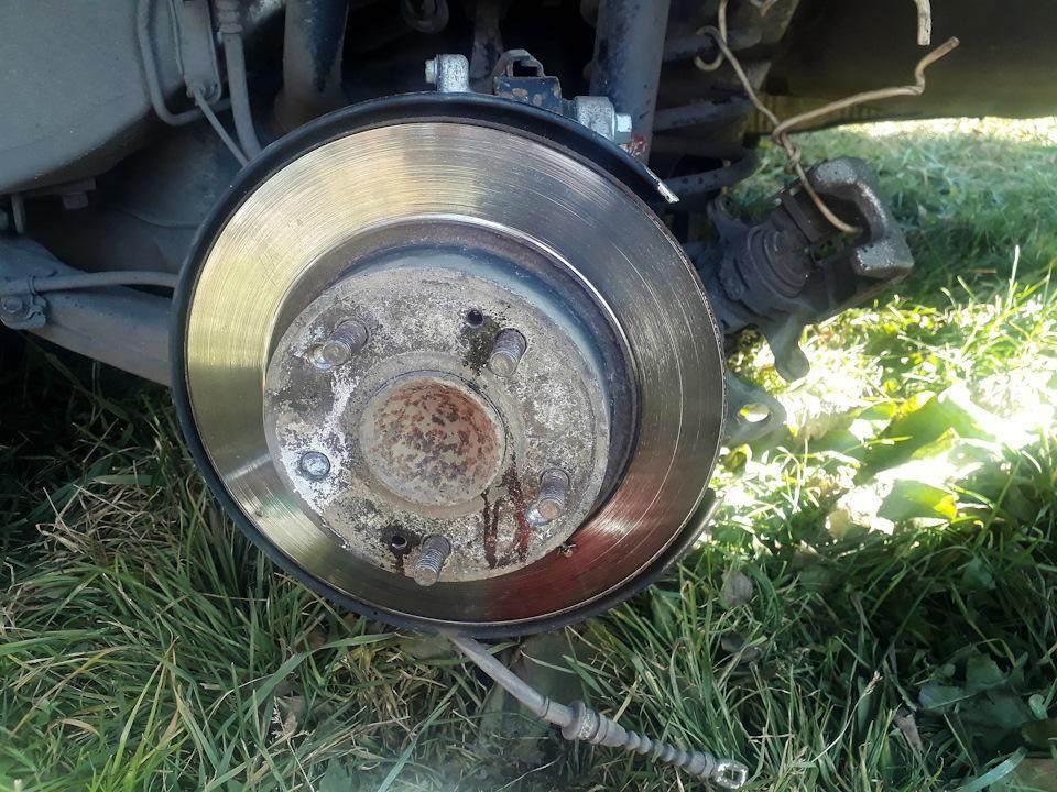 Замена шпилек крепления колеса Хонда Цивик 2005 - 2011