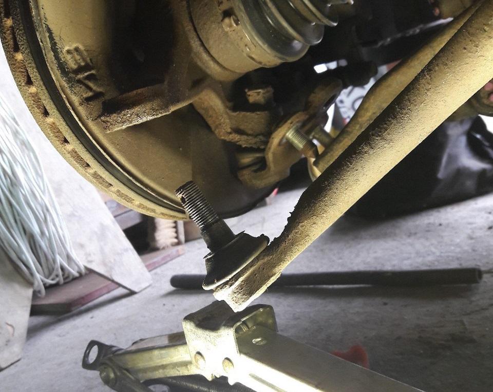 Замена наконечника рулевой тяги Хонда Цивик