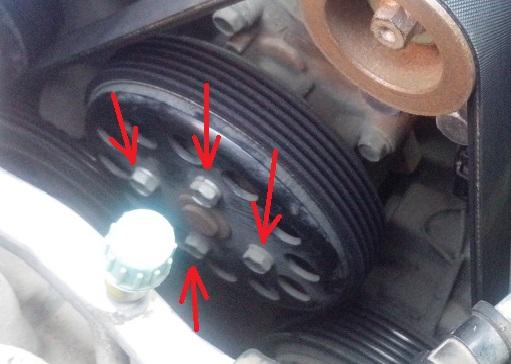 Крепежные болты шкива насоса охлаждающей жидкости Kia Rio III