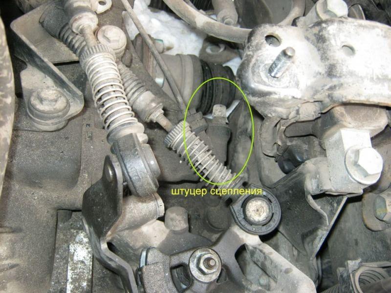Прокачка тормозной системы шкода Замена лампы дальнего света jaguar xf