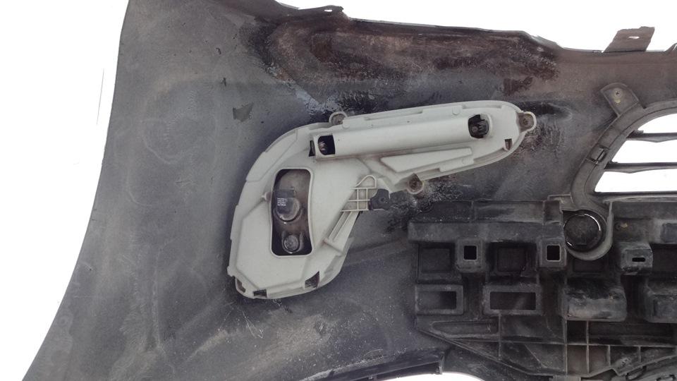 Установить противотуманную фару на место на автомобиле Hyundai Solaris 2010-2016