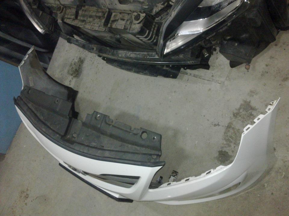 Снять передний бампер для ремонта на автомобиле Hyundai Solaris 2010-2016