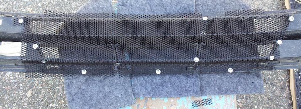 Сетка в решетку радиатора солярис