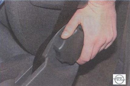 Регулировка наклона спинки на автомобиле Opel Astra